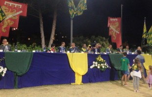 The head table during the Bruco contrada dinner.