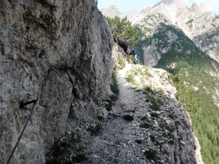 Just a bit steep here. This shows the best how much of a drop it was to the right. Grab that cord!!