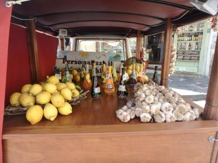 Lemons, garlic, Rucoli digestivo.