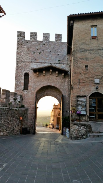 A porta, or gate, to the city.