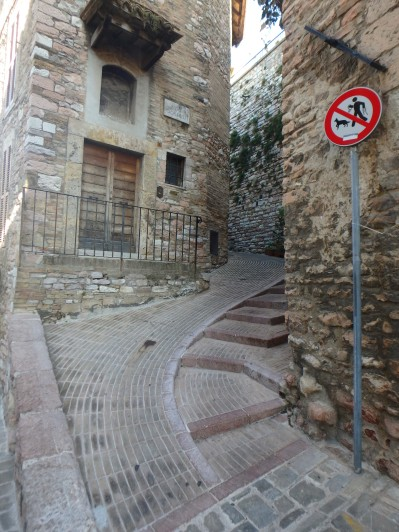 """Typical """"sidewalk"""" in Assisi"""