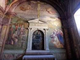 Chapel of San Leonardo, with works by Pinturcchio