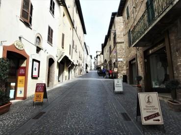 Via Cavour in Montefalco