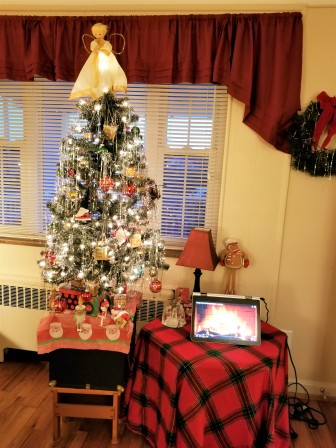 The tree and, yes, that's a roaring fire on my laptop to the right.