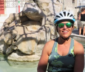 Fabulous fountain in the piazza in Borgagne, our first stop on our way to Otranto. Love that frog.
